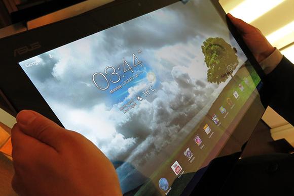 Asus crams Windows 8 and Android 4 1 into one gargantuan