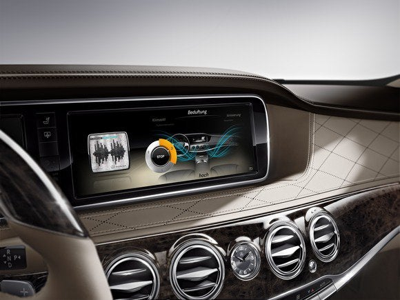 Ooh that smell mercedes benz s550 debuts with custom for Mercedes benz car perfume