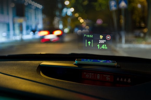 Stop looking at your phone, start using this head-up display