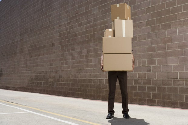 delivery person carrying boxes 82775200