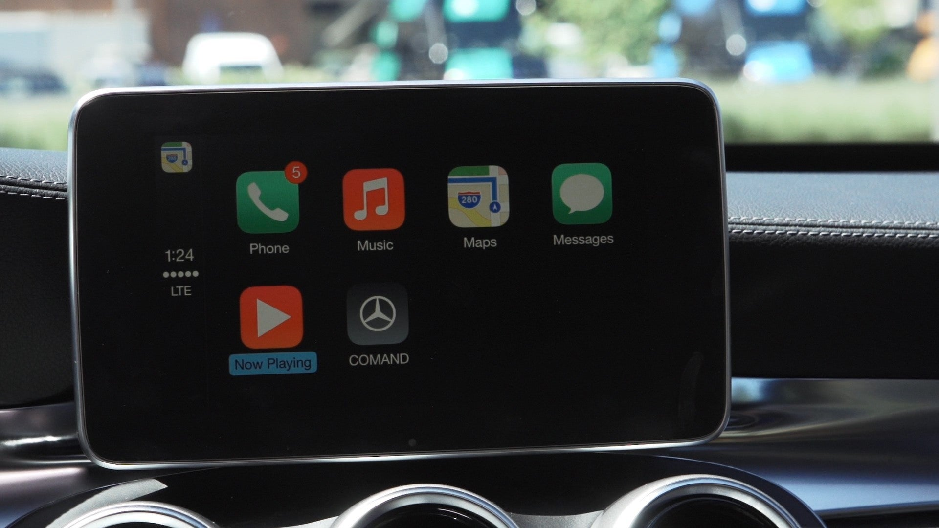 Watch apple 39 s carplay in action as mercedes benz takes us for Mercedes benz apple carplay