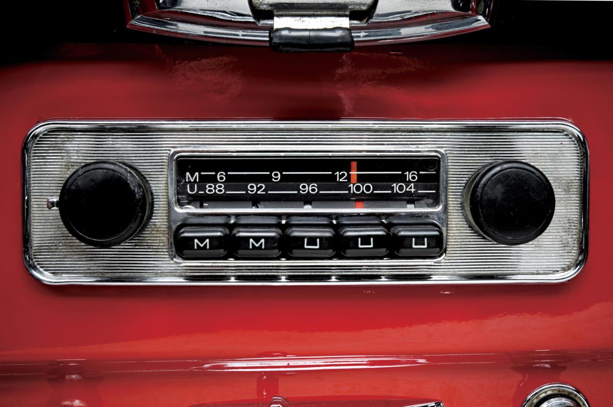 radio de coche de la vieja escuela 155652644