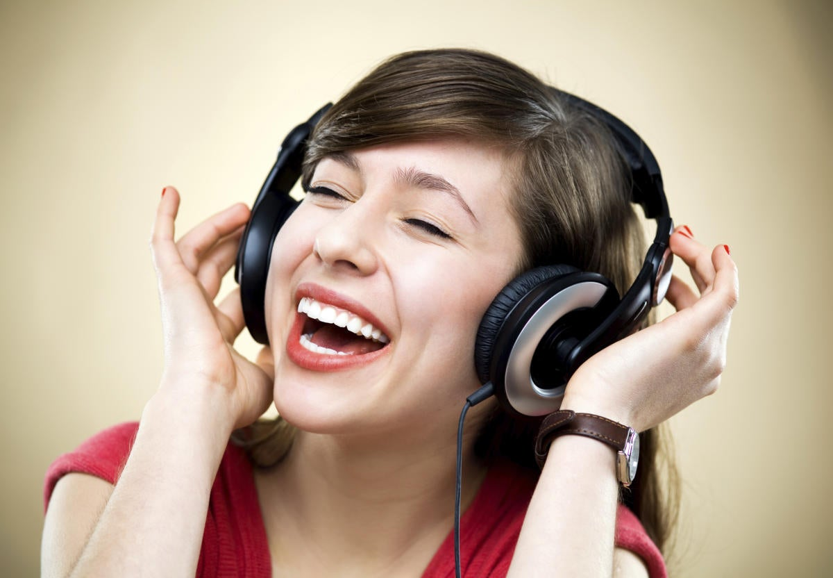 young woman listening to music 154296781