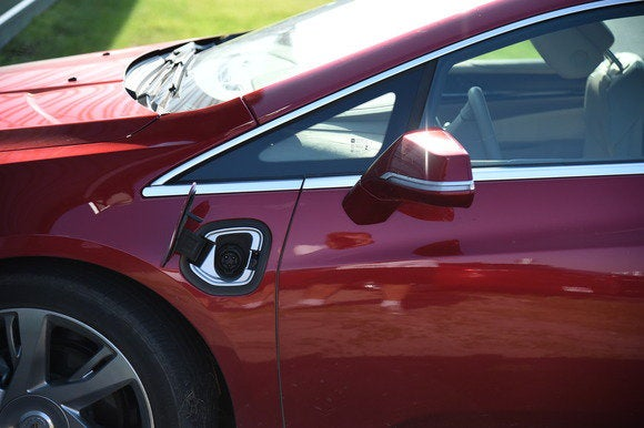 2014 cadillac elr plug in port