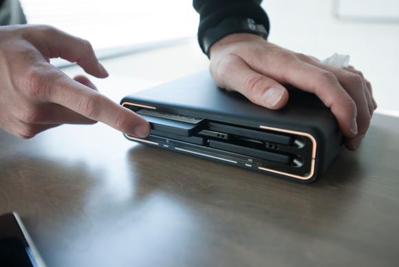 Drobo Mini - Installing drives