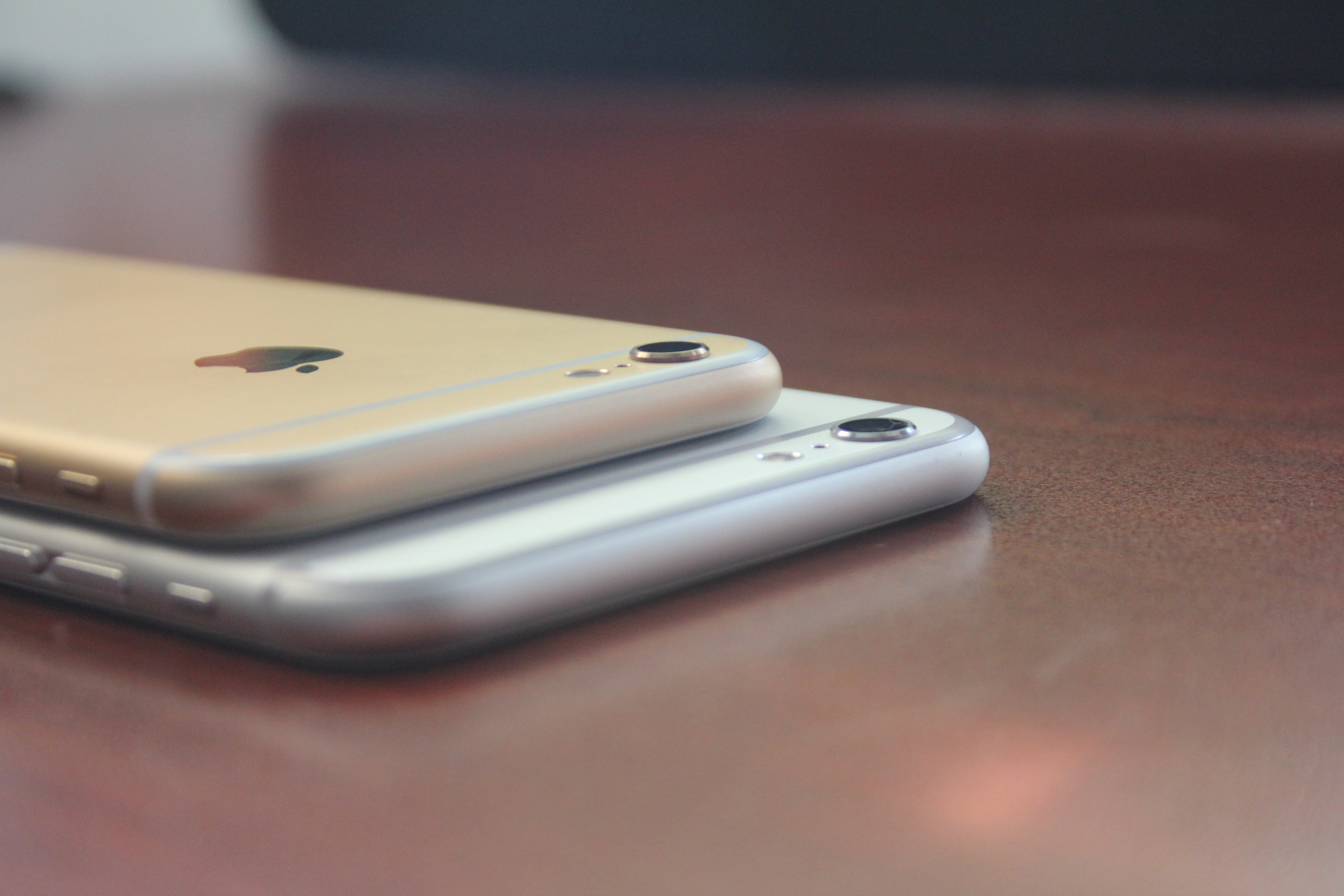 27ed00ff61d9 iPhone 6 and 6 Plus have raised cameras.