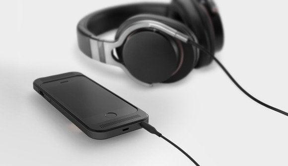 ampcase5withheadphones