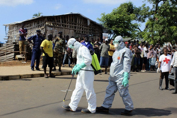 ebola aidworkers decontaminate