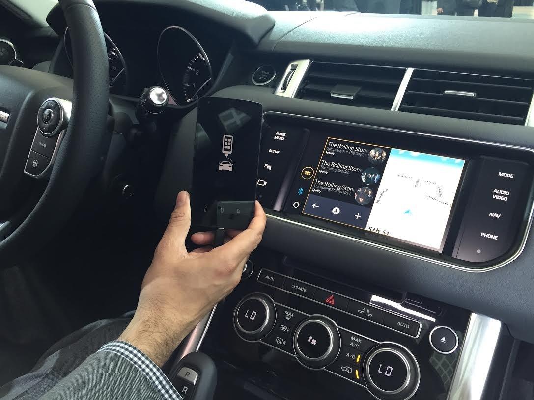 Jaguar Land Rover Debuts Justdrive Smartphone App At La
