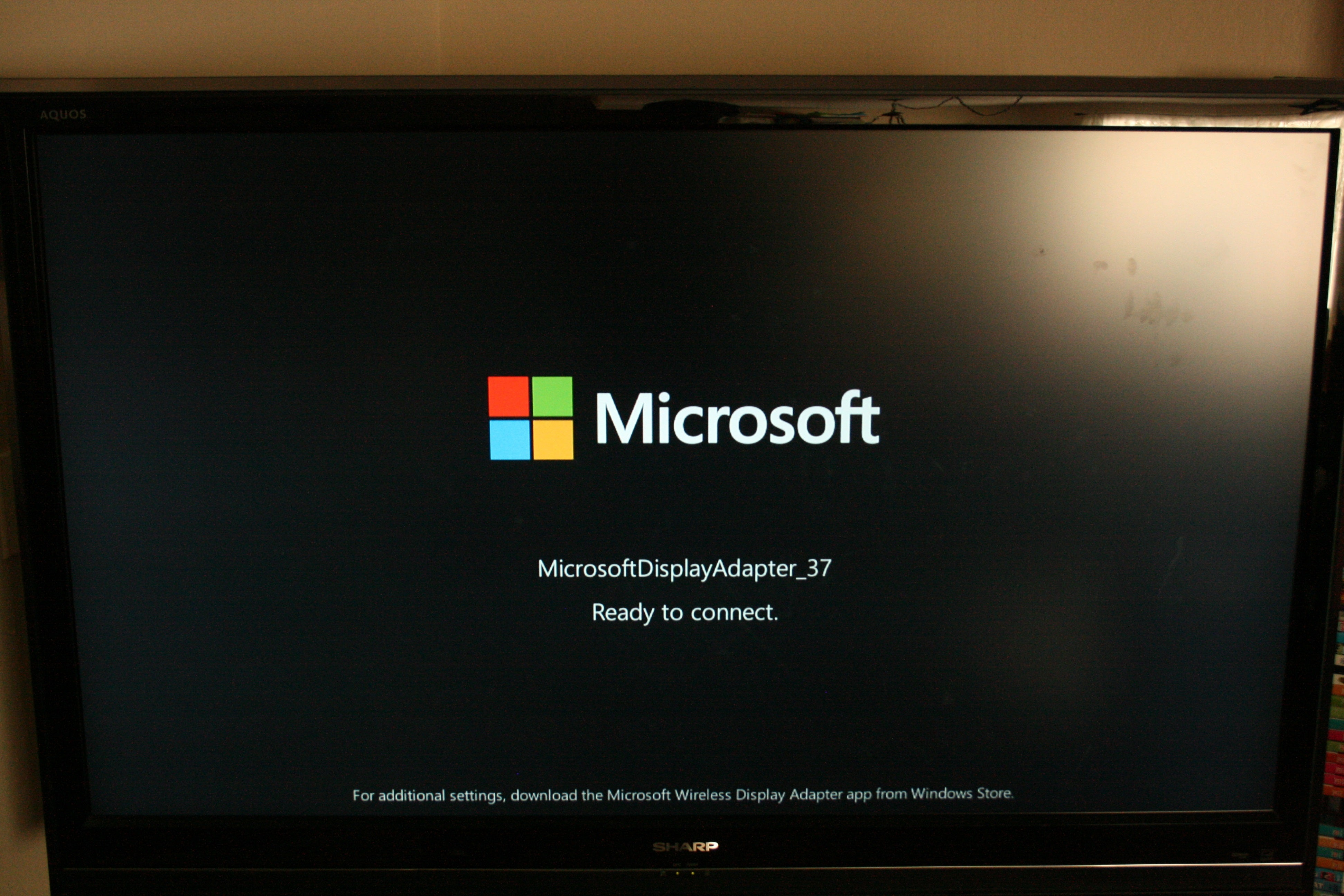 Miracast vs chromecast hands on with microsofts screensharing microsoft wireless display adapter xflitez Images