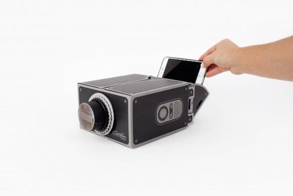 gee whiz smartphone projector 1672 600.0000001417552992