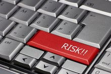 What technology risks can cause software outsourcing to fail?