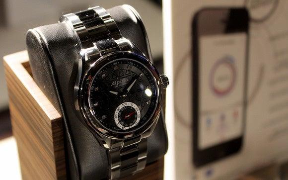 horological smartwatch alpina