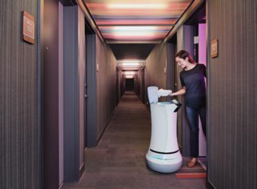 aloft hotel robot2