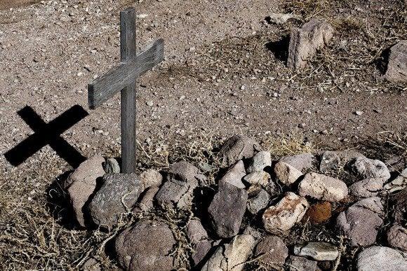 grave burial death cross