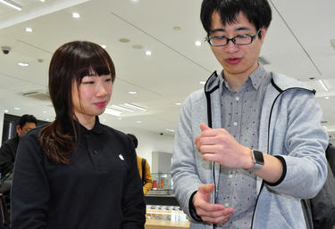 A prospective Apple Watch buyer in Tokyo