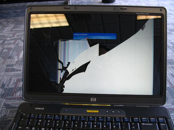 How to replace a broken laptop screen | PCWorld