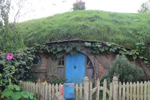 Picture of a hobbit house used in the Lord of the Rings