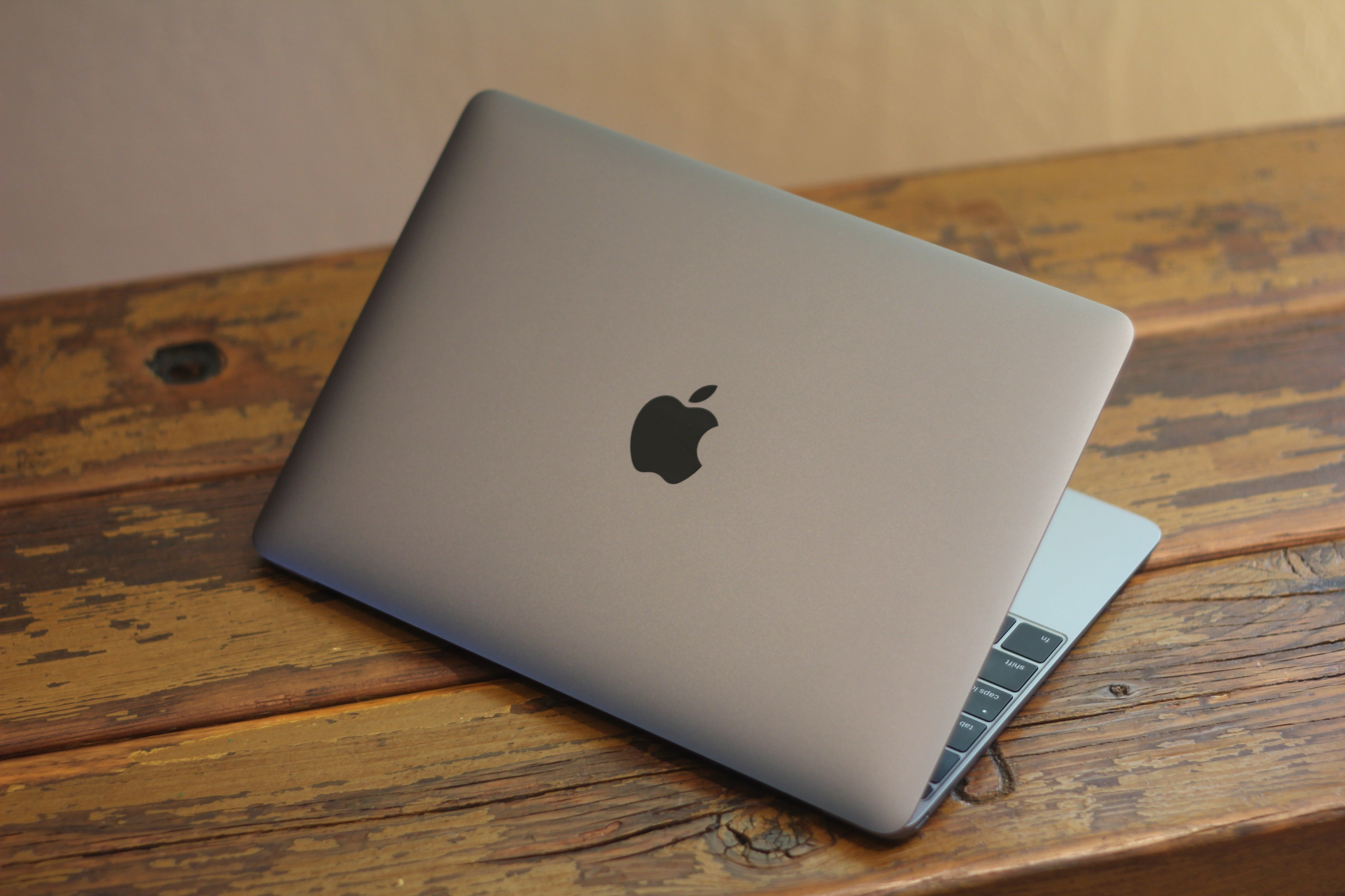 Review: The new 12-inch MacBook is a laptop without an ecosystem ...