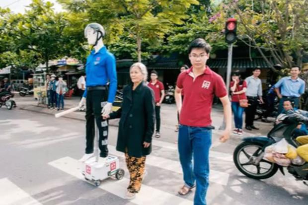 robot street crosser