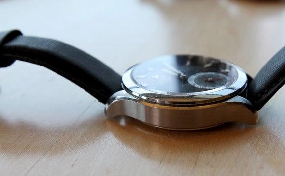 swiss smartwatch alpina case