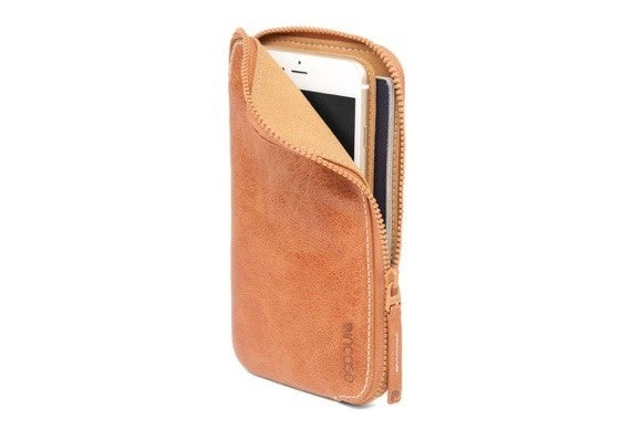 incase leatherwallet iphone