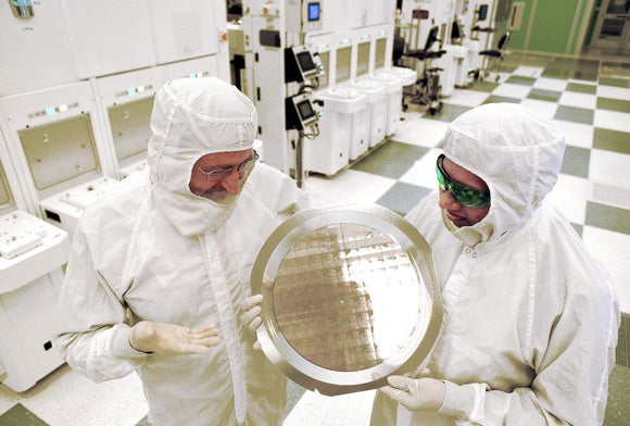 ibm 7nm chip wafer