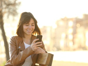 Consumers browsing — but not buying — via mobile and social media