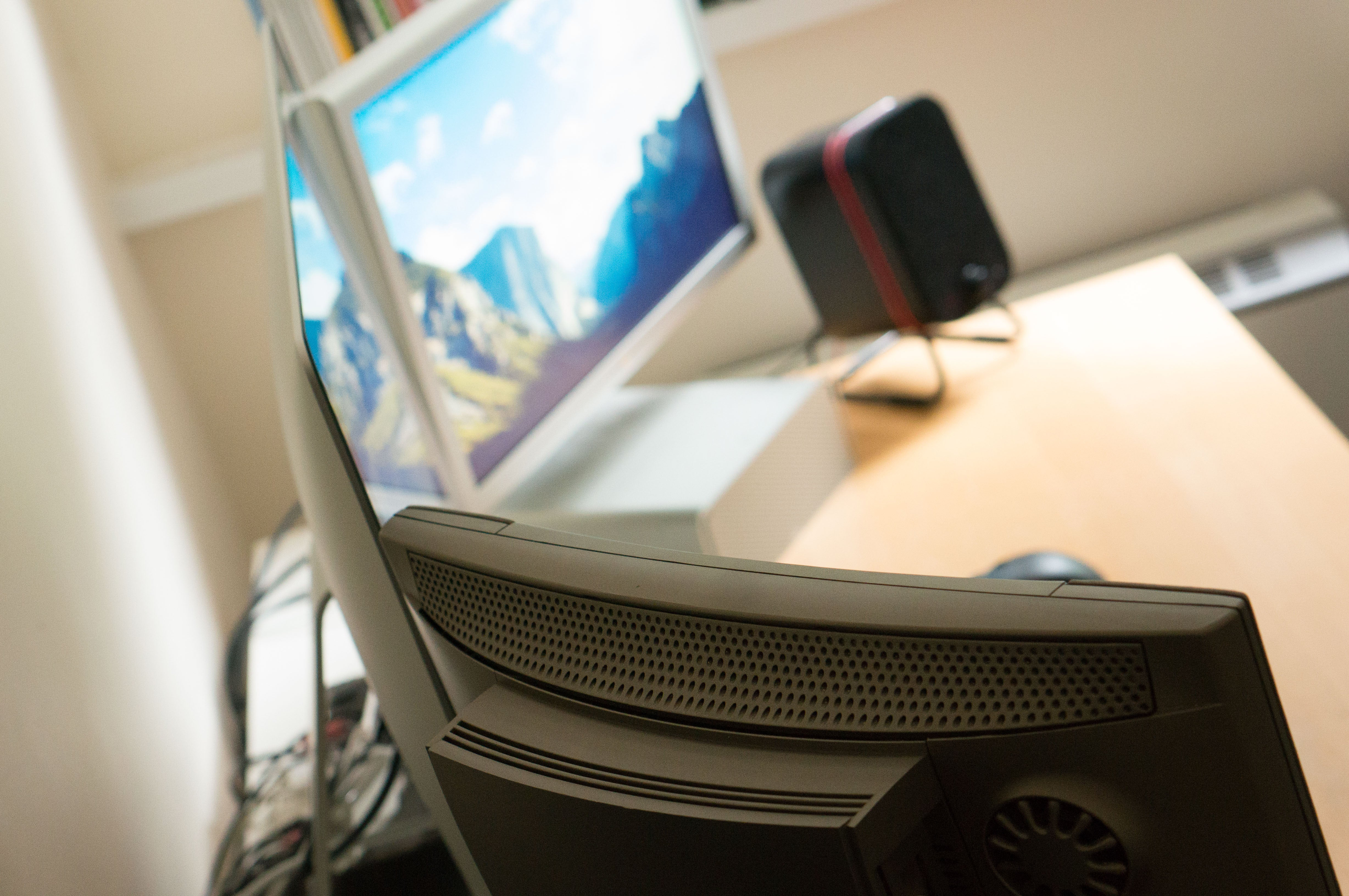 In essence, the TAM is an iMac: An all-in-one Mac with the components all  held in a vertical case behind the screen. It might not seem slim next to  the ...
