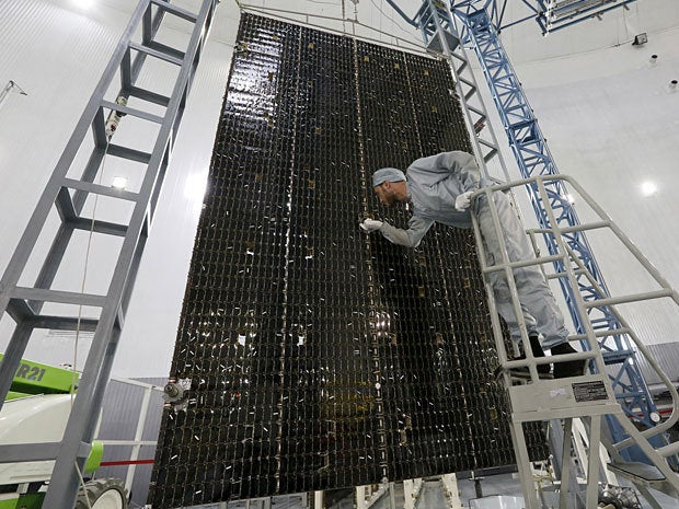 Solar battery for a heavy class space satellite