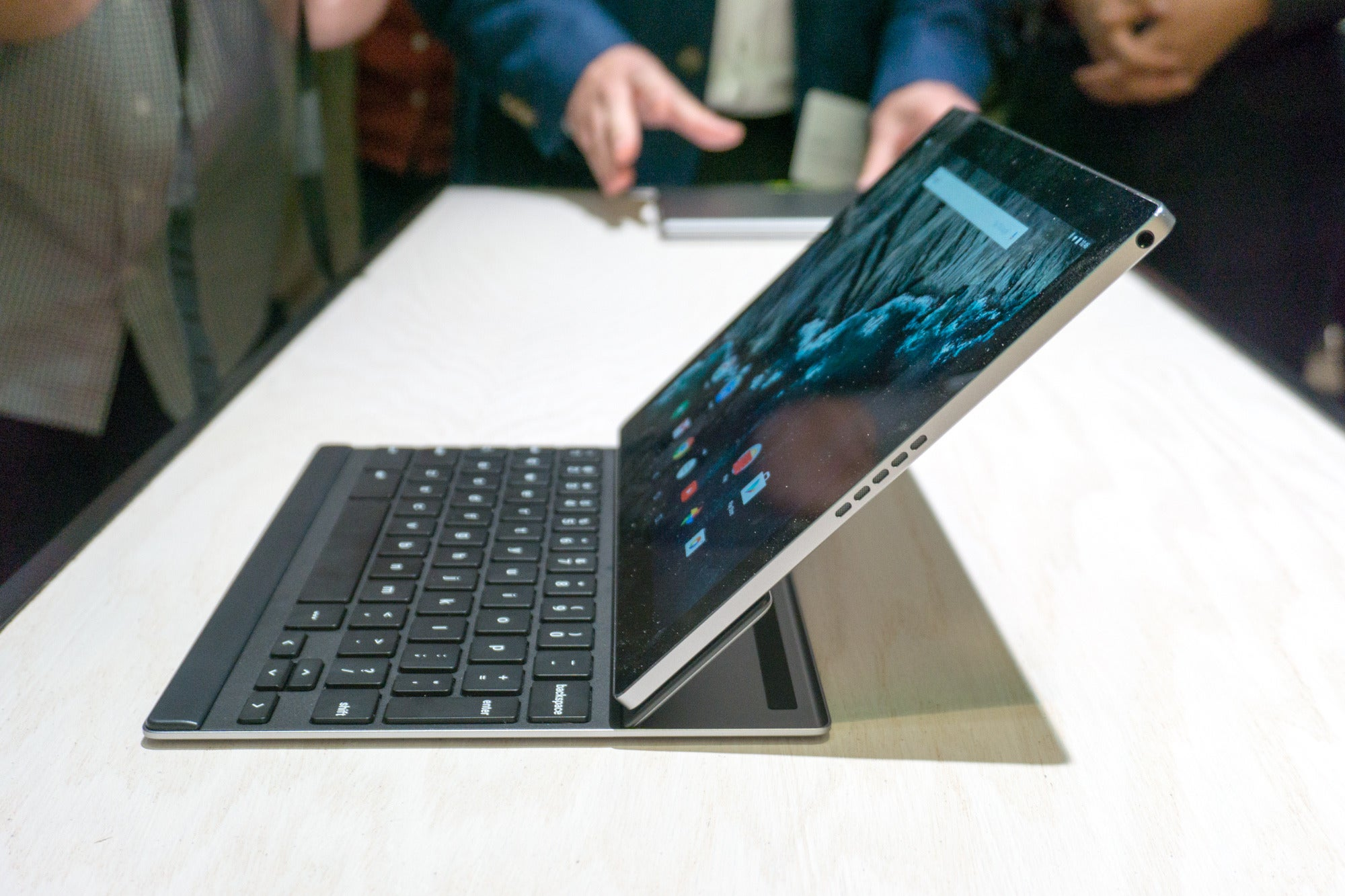 Cio asia hands on impressions of the pixel c googles answer to the pixel cs magnetically attached keyboard cover is tougher than it looks credit jason cross biocorpaavc