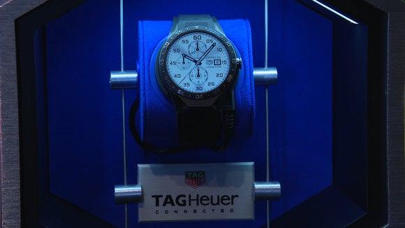 151109 tag heuer smartwatch 7
