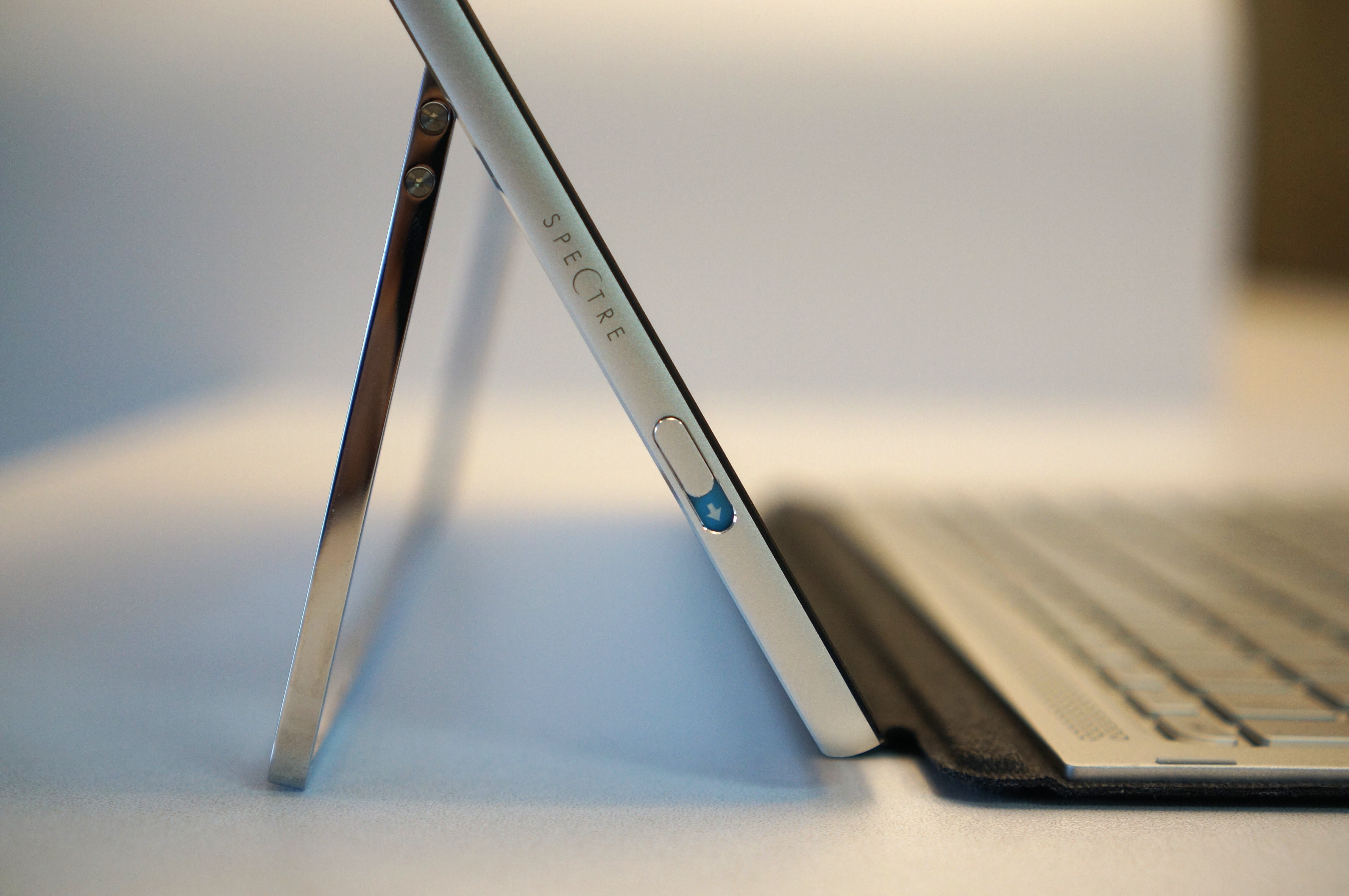hp spectre x2 review a surface clone for a lot less cash pcworld. Black Bedroom Furniture Sets. Home Design Ideas