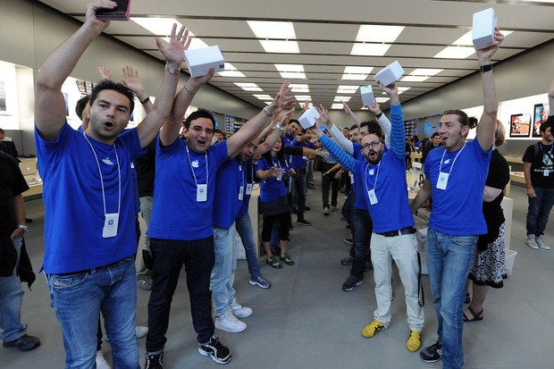 what is it like to work in an apple store