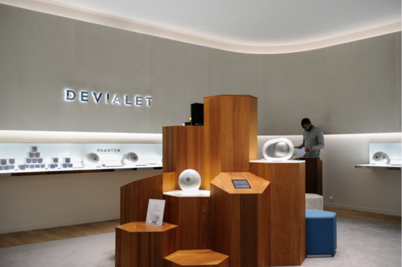 devialet speaker display