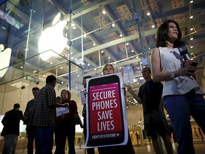 Report: Apple's rushing to close iPhone hack opening after FBI decryption demand