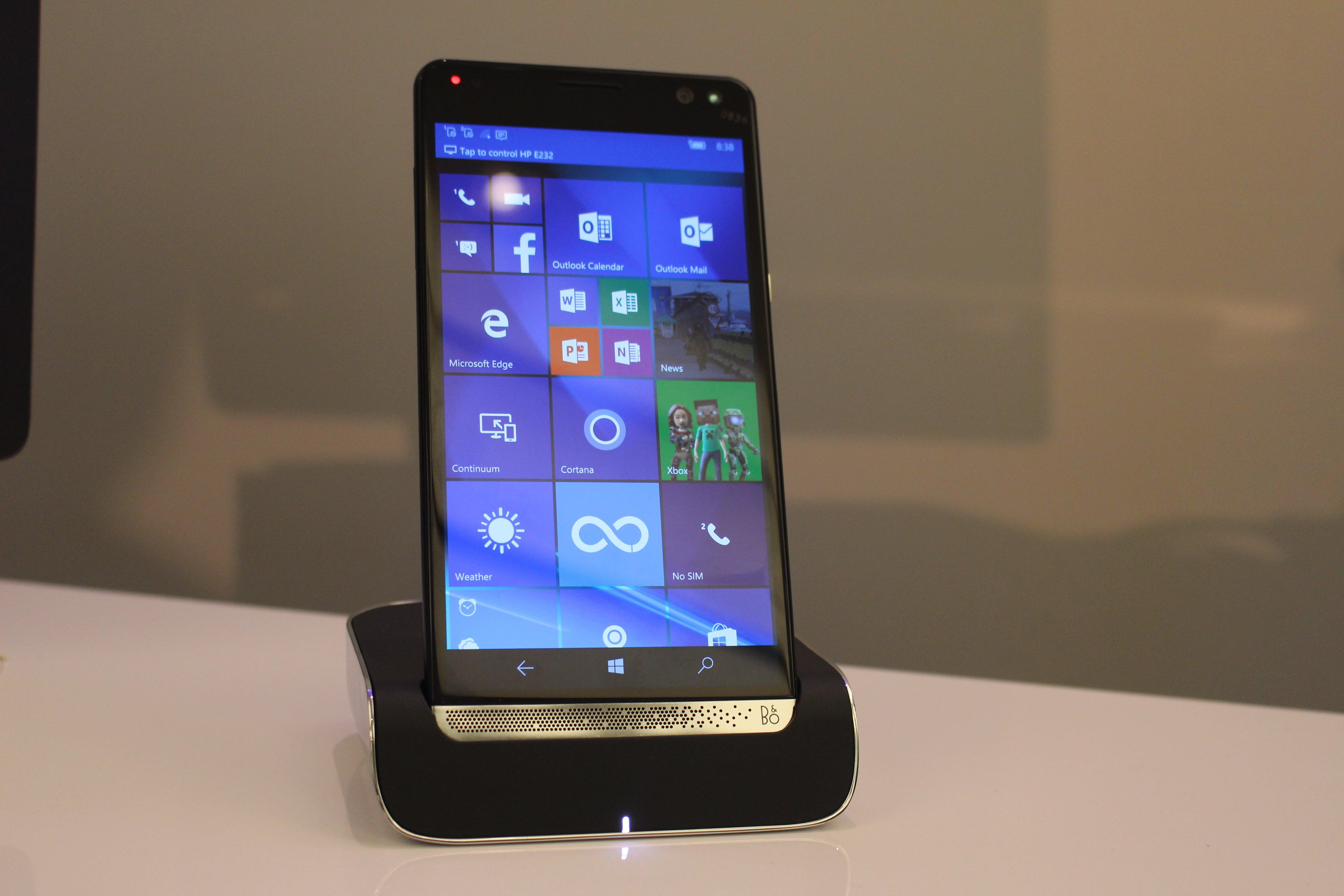 HP's Elite x3 is a flagship sailing into a dangerous Windows phone ...