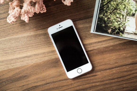 iphone se review mrv 010 11
