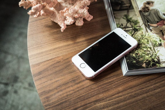 iphone se review mrv 010 59