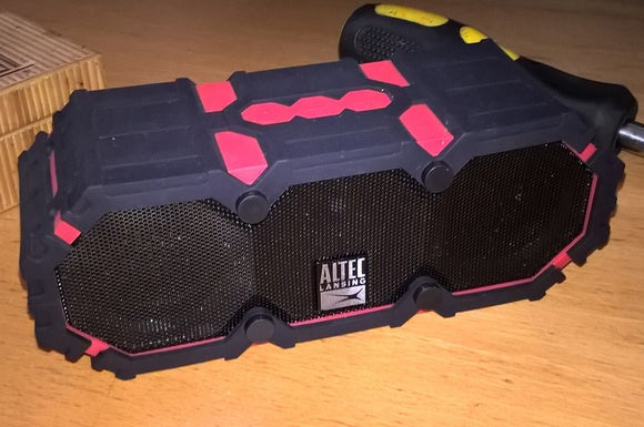763e2c430a35a Altec Lansing Mini Lifejacket III review  A fully submersible ...