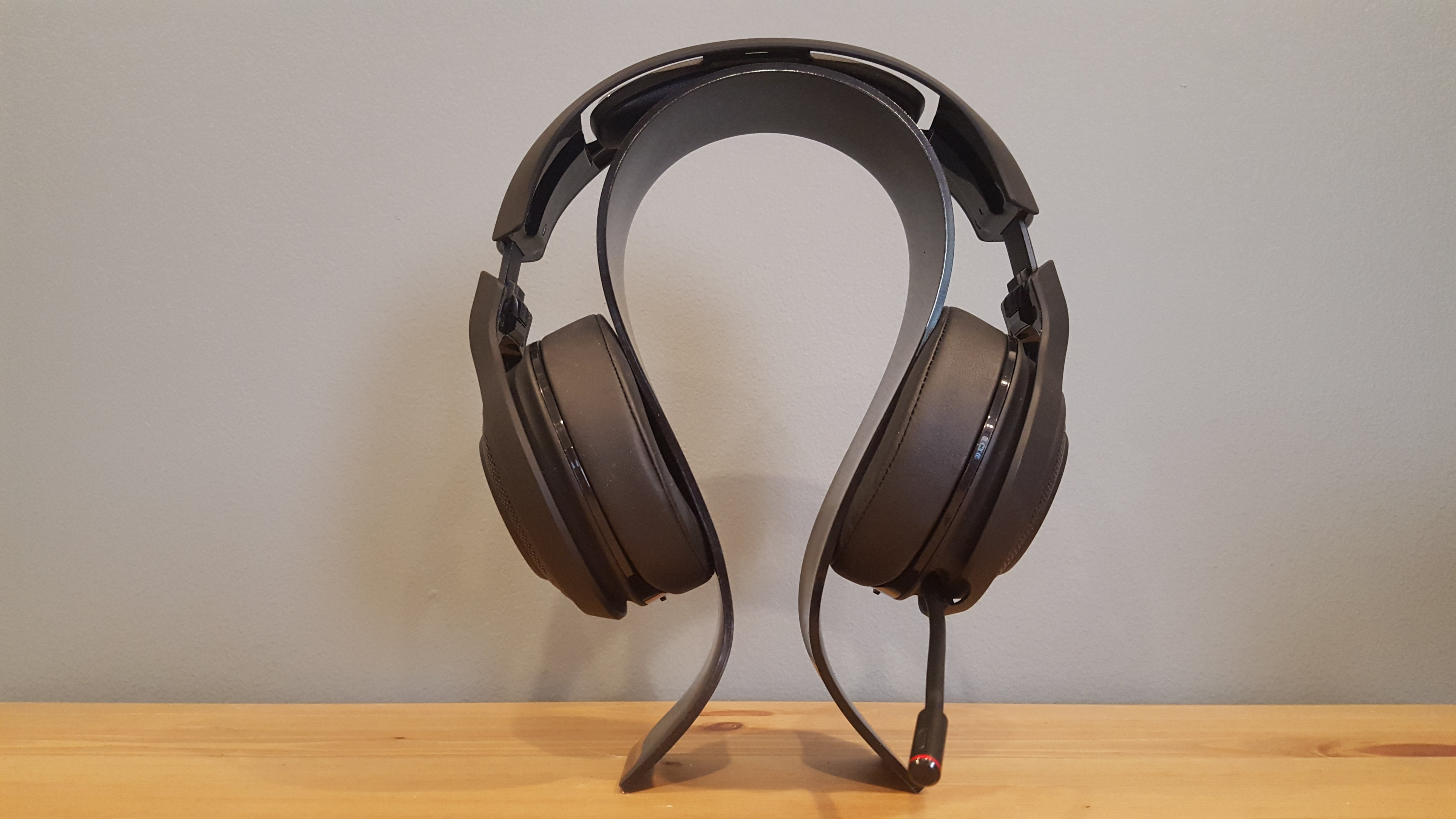 Razer Man O War Review This Pillowy Headset Is Almost As Mighty Sound Quality Two Output The Comes Packaged In 10 Tons Of Fancy Packaging