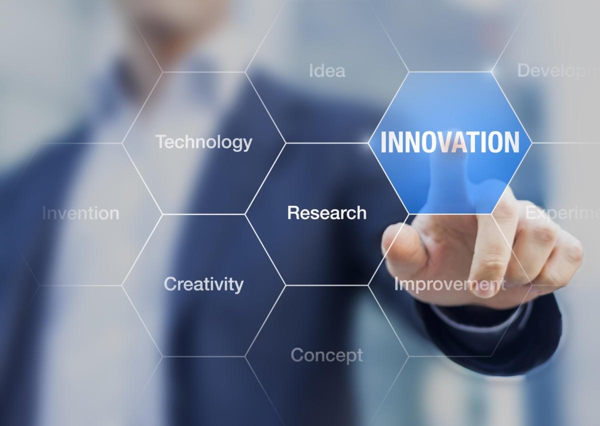 innovation concept consultant in management doing presentation 000081819181 medium