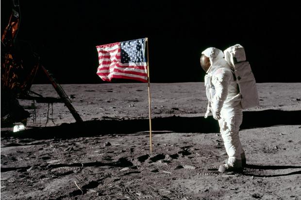 apollo 11 on moon