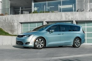 Google, Fiat Chrysler will install self-driving car tech in the 2017 Chrysler Pacifica hybrid.