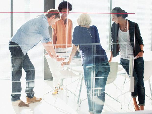 8 regularly meet with staff