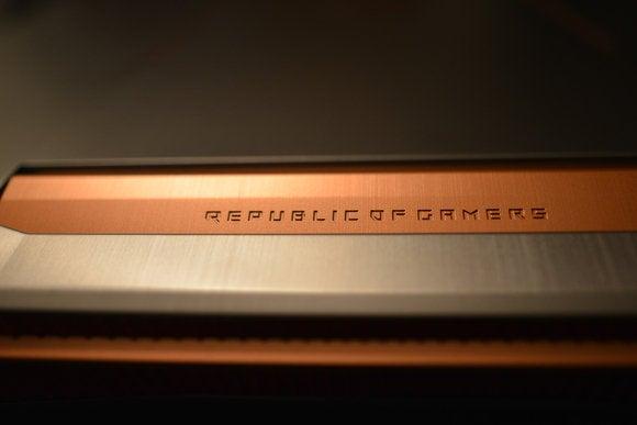 Asus ROG G752VS-XB72K Copper Accent Close-up