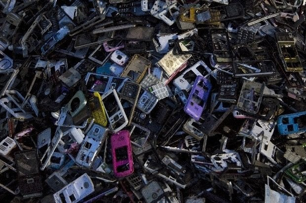 092016blog discarded phones