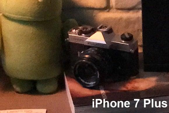 iphone 7plus low light close