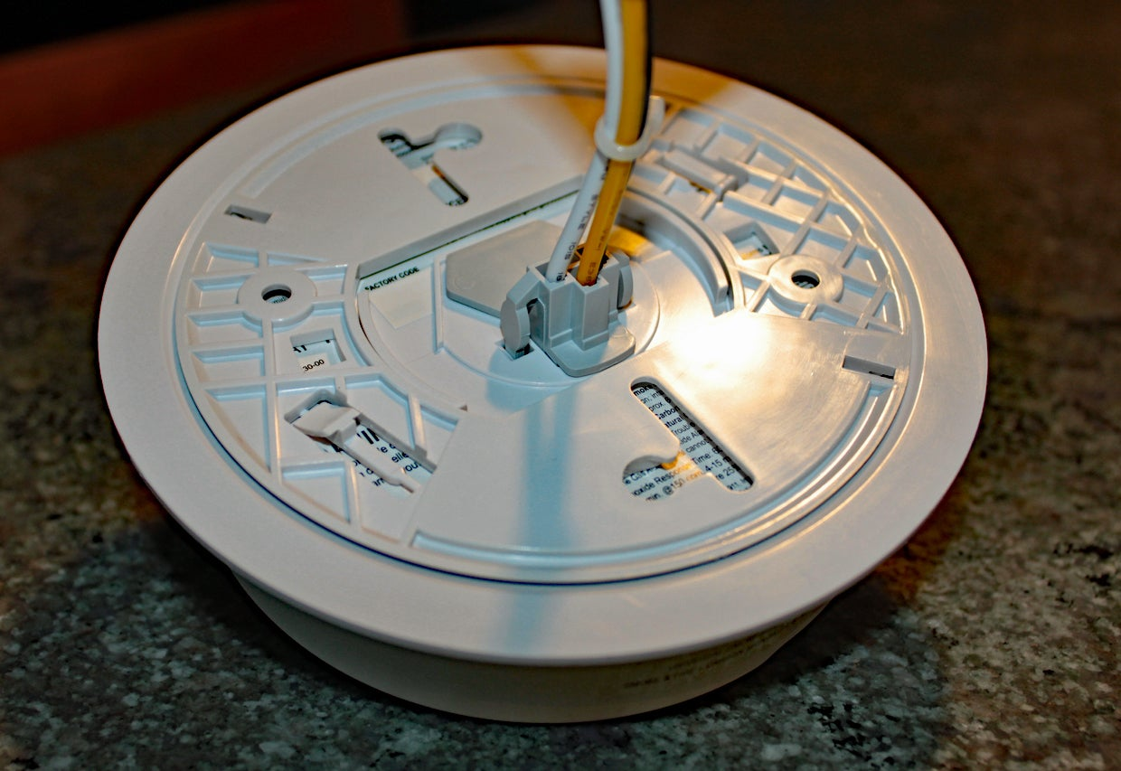 Roost Smart Smoke Alarm Rsa 400 Review Its All About That Battery Wiring Alarms Together