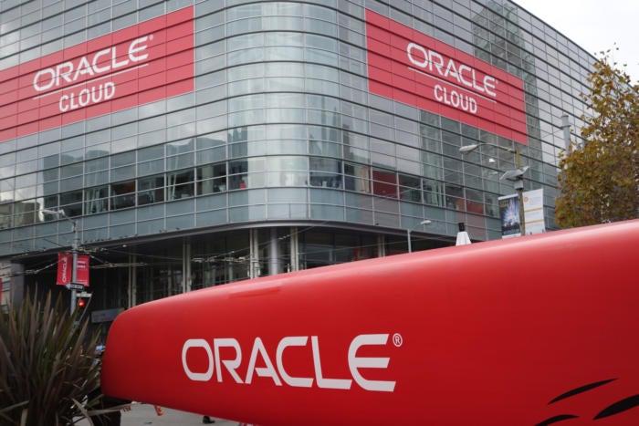 20151027 openworld oracle cloud signs 100625232 orig